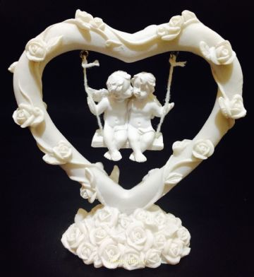 Cherub Couple Sitting in WHITE ROSE HEART SWING CHE75